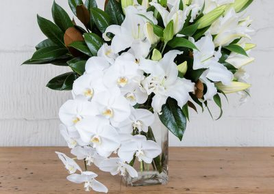THE DELUXE WHITE FLORAL VASE (VESSEL INCLUDED)